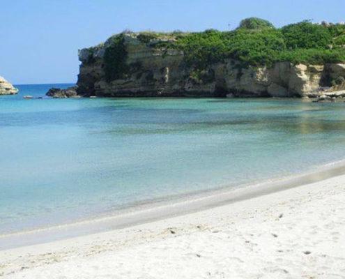 Strand von Fontane Bianche, leuchtend weiss in der Nebensaison für Ihren Sizilien Urlaub perfekt!